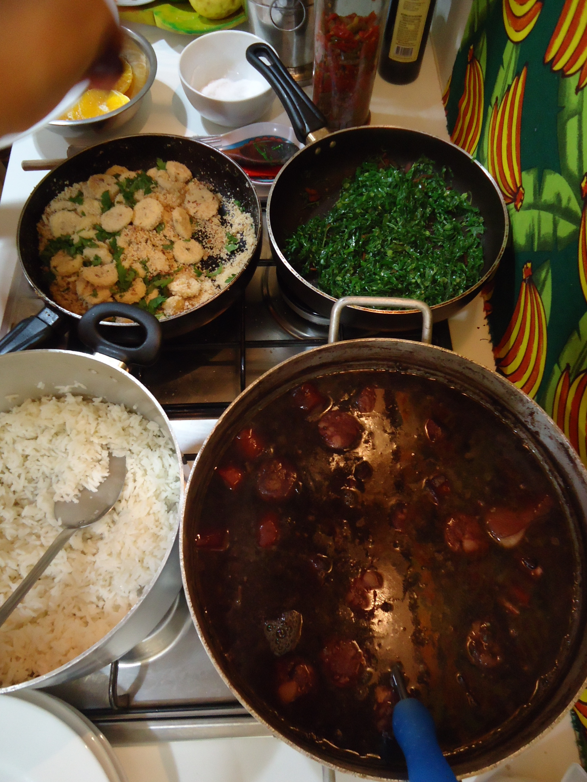 feijoada, farofa, rice and kale